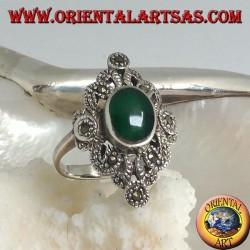 Anello in argento con agata verde ovale su montatura romboidale traforata tempestata di marcassite