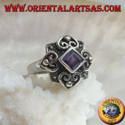 Anello in argento con ametista naturale quadrata romboidale su montatura con marcassite e quattro cuori