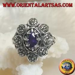 Anello in argento a fiore con zircone color ametista a navetta centrale e petali con marcassite
