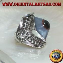 Anello in argento con agata occhio di Shiva ovale bicolore su montatura nepalese