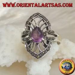 Anello in argento con ametista naturale a goccia su montatura a navetta traforata e contorno in marcassite