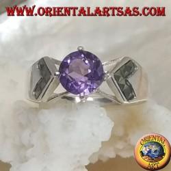 Anello in argento con ametista naturale tonda incastonata e freccia verso l'interno in marcassite