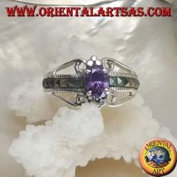 Anello in argento con ametista naturale ovale incastonata e fila di marcassite quadrata sui lati