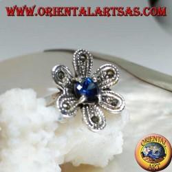 """Anello in argento a forma di fiore """"stella di betlemme"""" con zircone color zaffiro tondo e marcassite"""