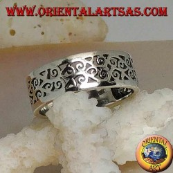 Silver ring with floral fretwork design