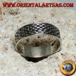 Anello in argento a fedina con inciso in bassorilievo rettangolini a scacchiera