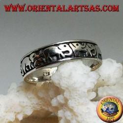 Ring in Silber mit Elefanten in einer Reihe in Hochrelief