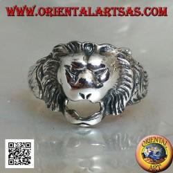 Silberring, kleiner stilisierter Löwenkopf