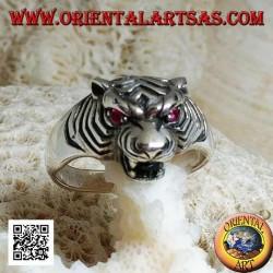 Anello in argento testa di tigre sporgente con occhi di rubino piccola