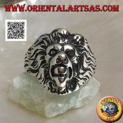 Bague en argent, tête de lion saillante à la grecque