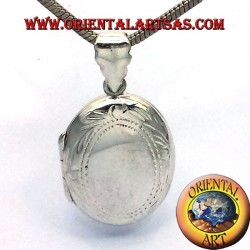 Pendant oval frame in silver