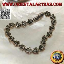 Bracciale in argento con 19 fiorellini a cinque petali tempestati di marcassite