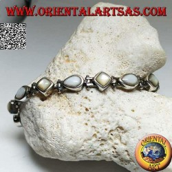 Silver bracelet with rhombus mother-of-pearl and alternate drop
