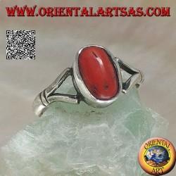 Anello in argento con corallo antico Tibetano ovale agganciato da due fili su montatura semplice