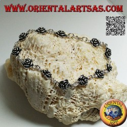 Bracelet chaîne en argent doux avec rangée de roses avec plaque en dessous