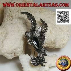 Spilla in argento a forma di fenice in volo di profilo tempestata di marcassite e con goccia di onice