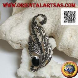 Spilla in argento a forma di foglia tempestata di marcasite e con onice ovale