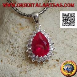 Ciondolo in argento con zircone color rubino a goccia incastonato contornato da zirconi bianchi