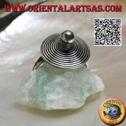 Bague en argent avec chapeau en spirale pointu fait main
