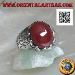Silver ring with oval cabochon carnelian set and engraved decorations on the sides