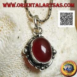 Ciondolo in argento con corniola ovale a cabochon contornata da argento con pallina sui quattro punti cardinali