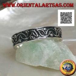Anello in argento a fedina con semicerchi intersecati e palline in altorilievo