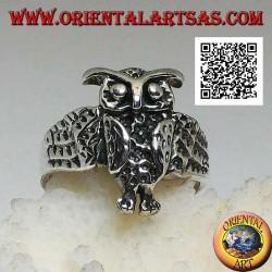 Silberring in Form einer ganzen Eule mit umhüllenden offenen Flügeln