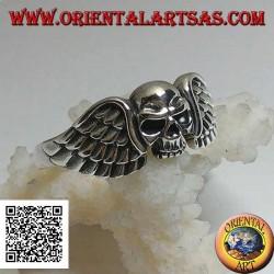 Anello in argento, teschio senza mandibola tra le ali