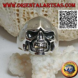 Silver ring, vampire skull with sharp canine teeth and concave temples