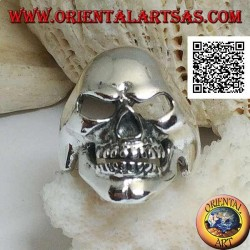 Silver ring, smiling smooth skull with dimple on the chin