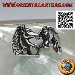 Anello in argento coppia innamorata di cavalli (teste) che si guardano