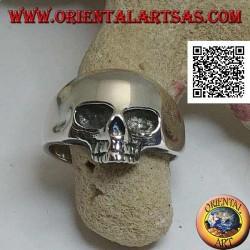 Silberring in Form eines glatten Schädels ohne Kiefer