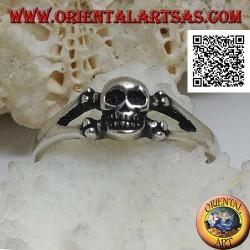 Bague en argent avec crâne sur les deux os fémoraux croisés (petit)