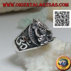 Silver ring with seated Ganesh in high relief with Oṃ (ॐ) on the sides