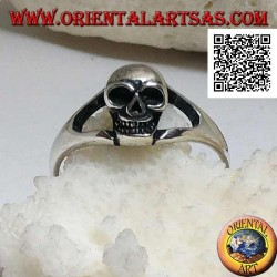 Simple silver ring with small protruding skull