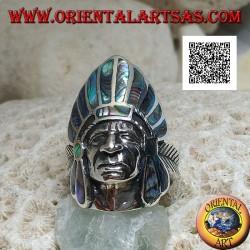 Bague en argent, tête d'Indien amérindien avec coiffe en plumes de coquille de paua (abalone) et plume sur les côtés