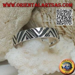 Silver band ring with thin and thick V-shaped engravings