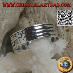 Silver ring with engraved band with Christian cross