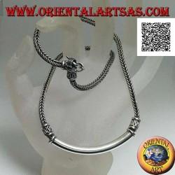 Collana in argento intreccio squadrato con piastra tubolare liscia centrale e inserti decorativi a serpentina