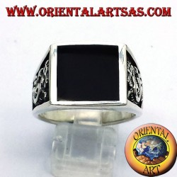 Men's ring with onyx and dragon