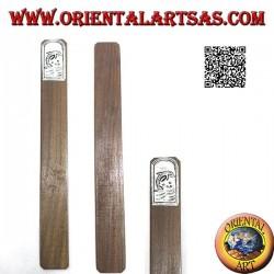 Segnalibro in legno di teak con piastra di alpacca o argentone decorata con delfino (stretto)