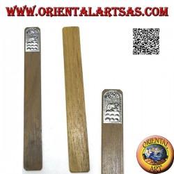 Segnalibro in legno di teak con piastra di alpacca o argentone decorata con coniglio (stretto)