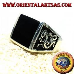 anillo de los hombres con el ónix y el dragón