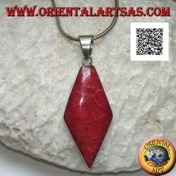 Silberanhänger mit rhomboider roter Koralle (Koralle) auf einer glatten Fassung