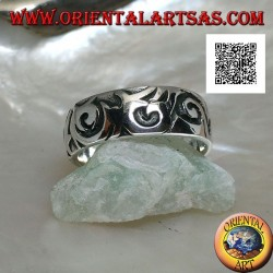 Silver band ring with engraved Maori-Polynesian style wavy designs
