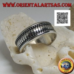 Silver ring with vertical stripes between intertwining above to below