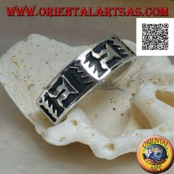 Silver ring with oriental artistic motif in bas relief