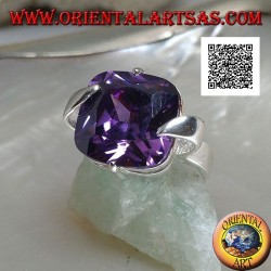 Rhodium-plated silver ring with square faceted amethyst-colored zircon hooked on the center of the sides