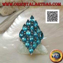Anello in argento a forma di rombo formato da 16 topazi azzurri ovali incastonati