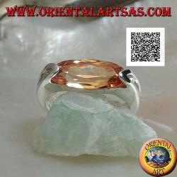 Anello in argento rodiato con zircone champagne ovale stretto sfaccettato agganciato lateralmente